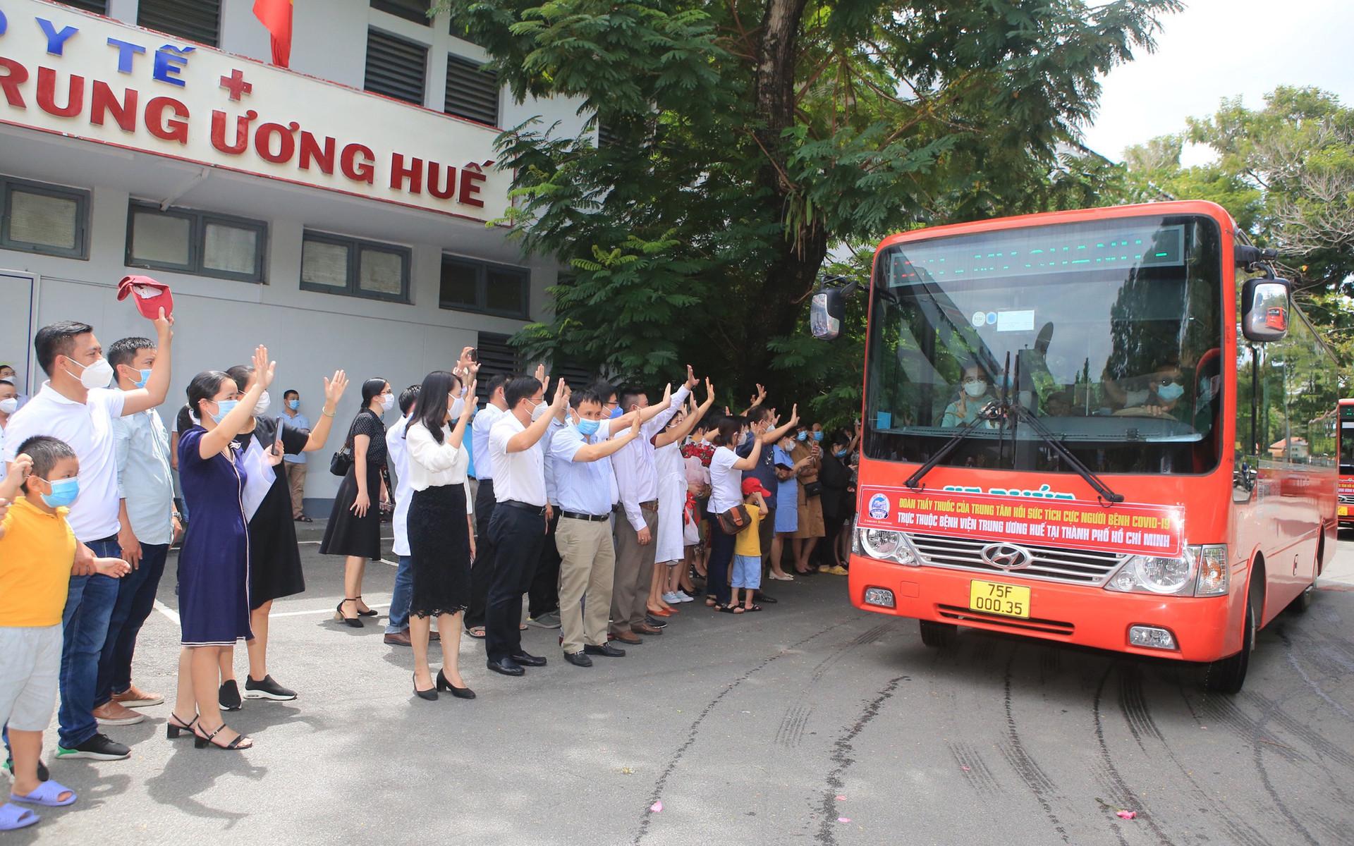 BV TW Huế tăng cường 115 nhân viên y tế vào miền Nam chống dịch