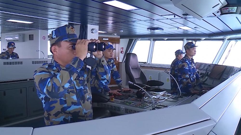 Bộ Tư lệnh Vùng cảnh sát biển 2 cũng tăng cường công tác trinh sát, nắm bắt tình hình trên các hướng. Ảnh: HOÀI AN