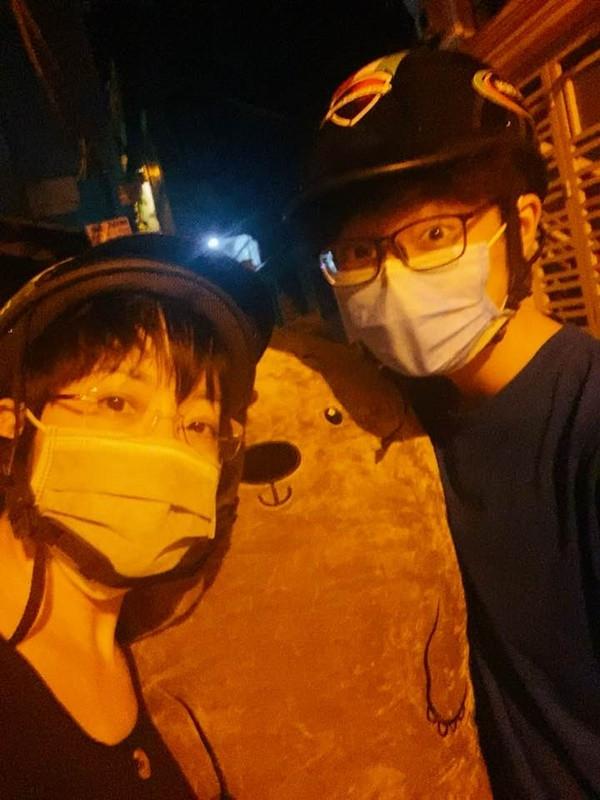 Làm mẹ tâm lý hiếm có như MC Thảo Vân: Làm shipper miễn phí, cùng con trai chở gấu bông đi tặng bạn gái-2