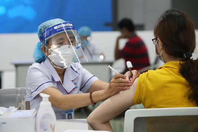 TP.HCM tiếp tục triển khai tiêm vaccine Pfizer cho người dân - Ảnh 1.