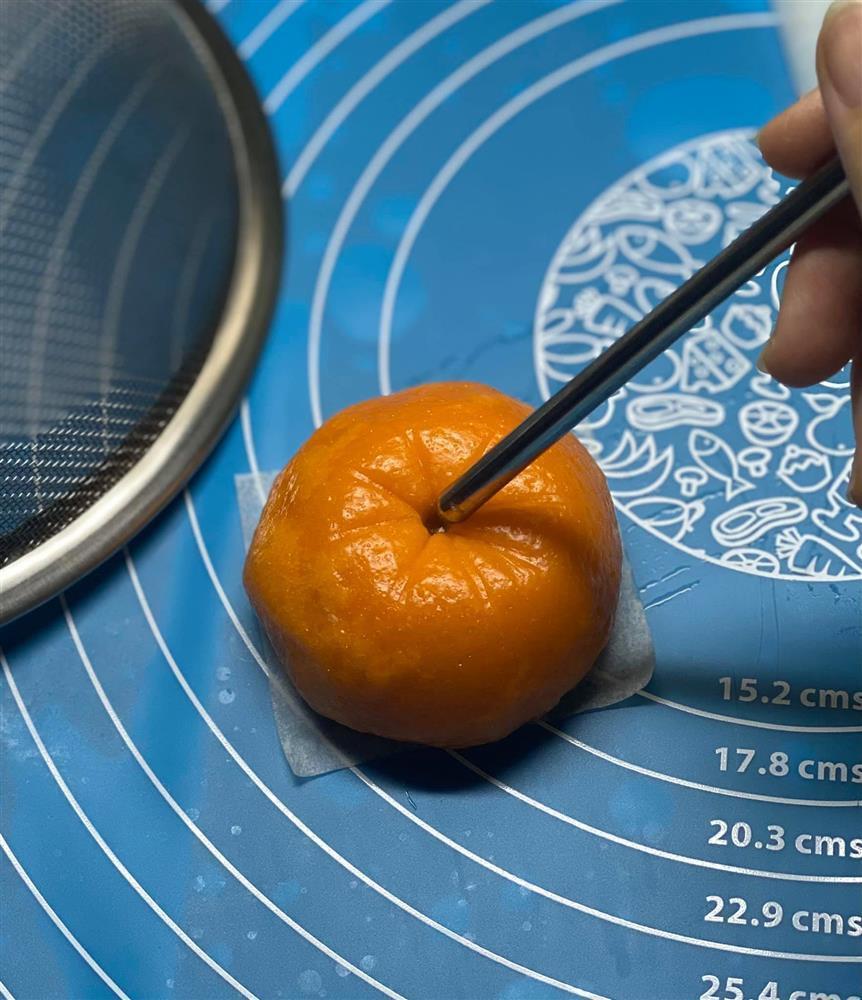 Cú lừa xuất sắc phù phép bánh bao thành trái cam y như thật-6