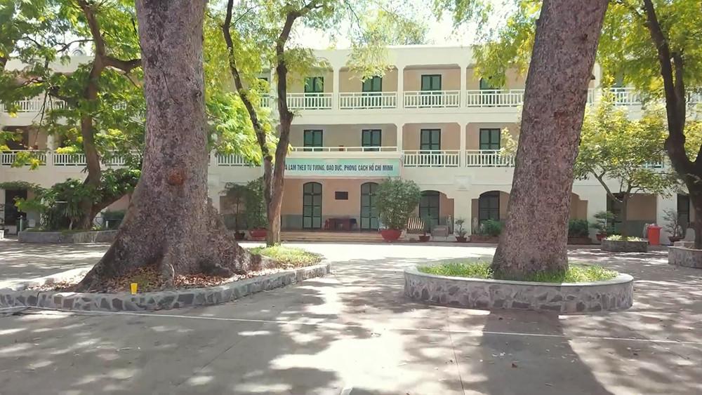 Những ngôi trường cổ kính, đẹp mộng mơ tuổi học trò ở TP.HCM - 2