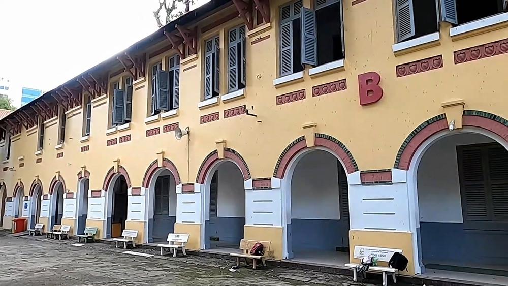 Những ngôi trường cổ kính, đẹp mộng mơ tuổi học trò ở TP.HCM - 7