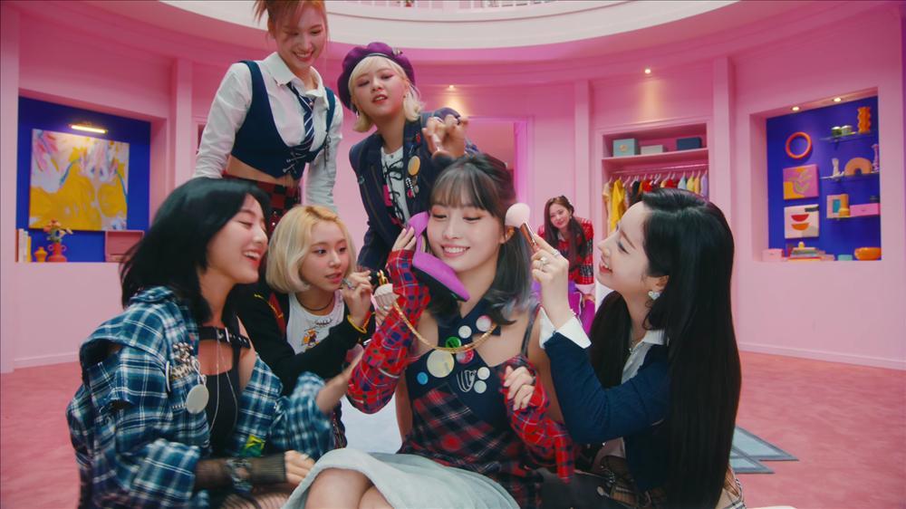 TWICE ngọt ngào style học đường, fan kêu than vì hình ảnh cuối MV-3