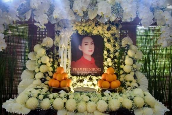 Gia đình Phi Nhung miễn nhận phúng điếu từ sao Việt, khán giả