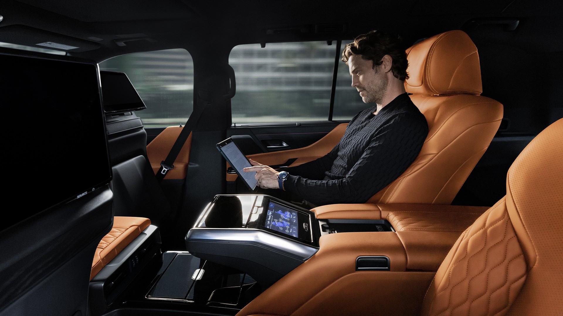 Hàng ghế ông chủ trên LX600 2022