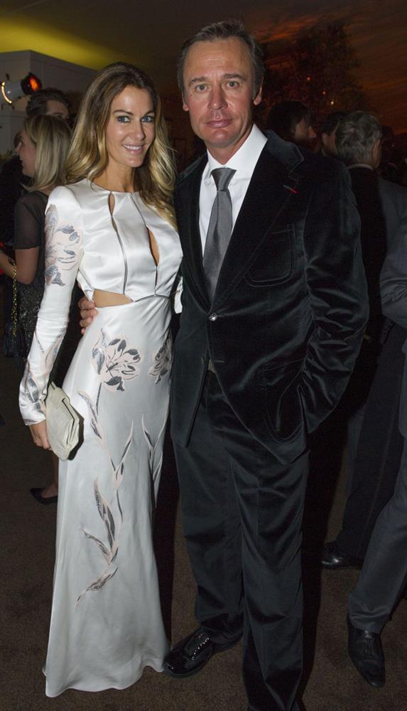 Cựu Hoa hậu và vụ ly hôn với chồng tỷ phú lừng danh: Chia tay bí mật nhưng nhìn đến món quà 3 nghìn tỷ mới choáng váng-3